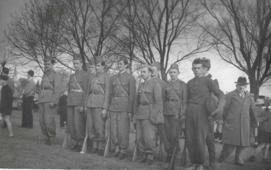 Koniec lat pięćdziesiątych, ćwiczenia Ligi Przyjaciół Żołnierza. W pierwszym rzę..., stare zdjęcia -