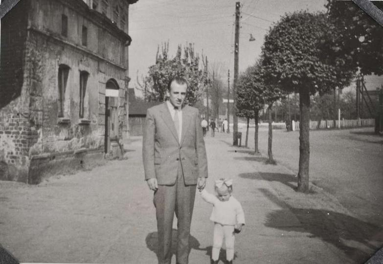 """Ulica Kolejowa, lata 60-te. Po lewej stronie """"Grandka""""., stare zdjęcia -"""