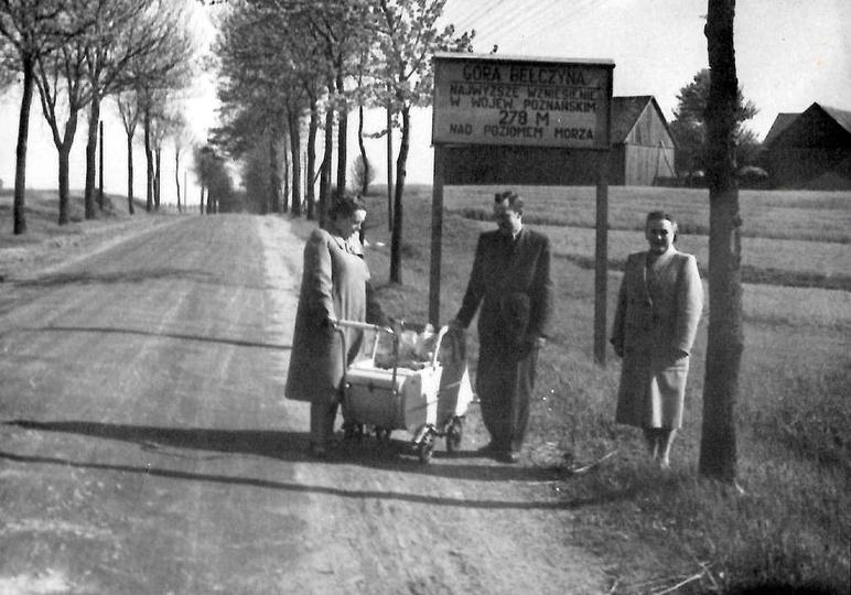 Rogaszyce, droga na Bałczynę. Zdjęcie pochodzi  z czasów  gdy  Bałczyna dzierżył... -