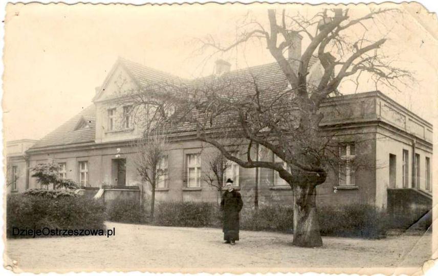 Proboszcz parafii ostrzeszowskiej w latach 1946-56, ksiądz Franciszek Komorowski..., stare zdjęcia -