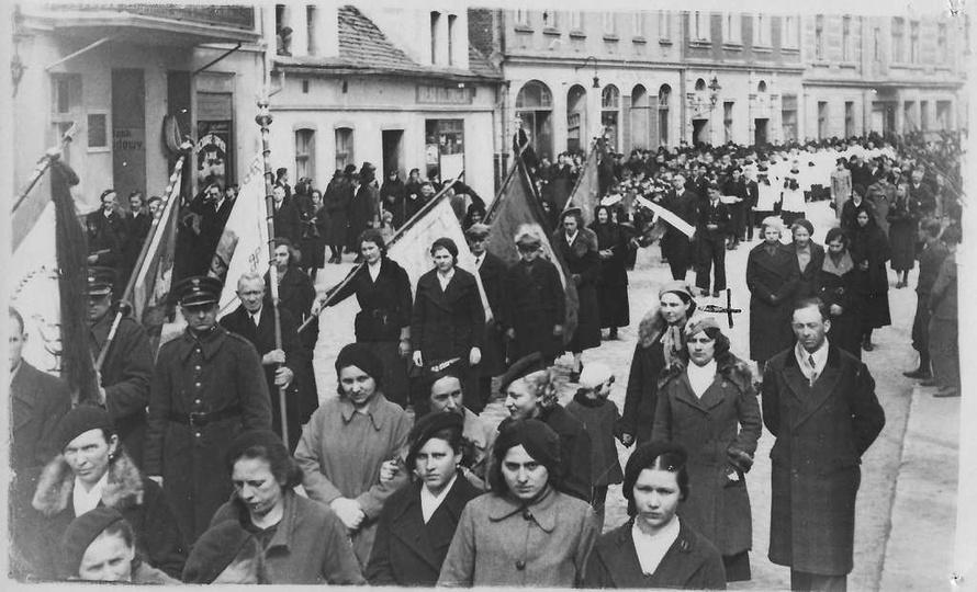 06.04.1937 rok., ulica Krakowska (obecnie Sikorskiego), pogrzeb salezjanina, ks...., stare zdjęcia -