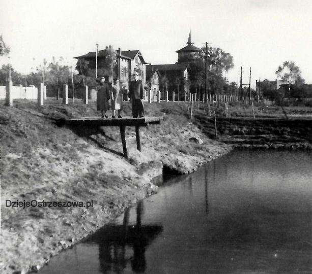 Początek lat pięćdziesiątych, nieistniejący już zbiornik wodny przy ulicy Dworco..., stare zdjęcia -