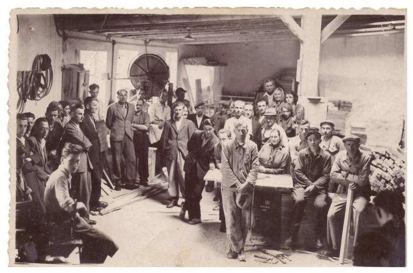 Prawdo podobnie zdjęcie z fabryki Stolarz przed przejazdem kolejowym na Grabów (... -
