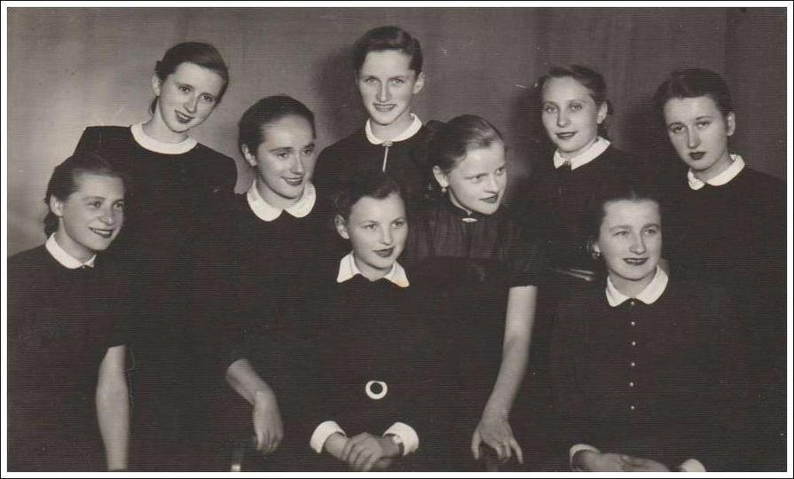 Maturzystki z 1955 roku. Od lewej: Halina Ignaszewska, Halina Wasilewska, Wies..., stare zdjęcia -