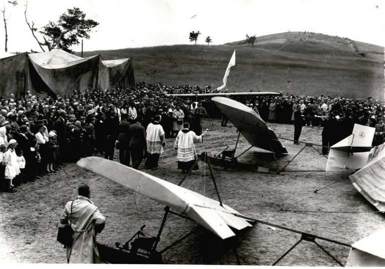 W lipcu 1933 roku, staraniem Aeroklubu Poznańskiego zorganizowano pod Ostrzeszow..., stare zdjęcia -