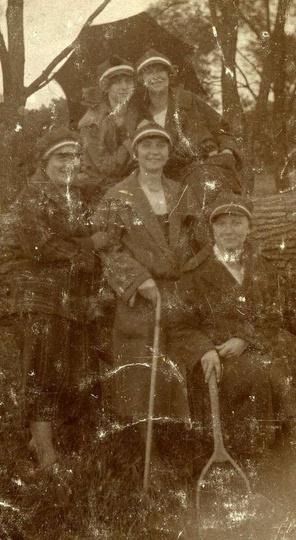 Zdjęcie z ok 1924 roku, przedstawia prawdopodobnie pierwsze po odzyskaniu niepod... -