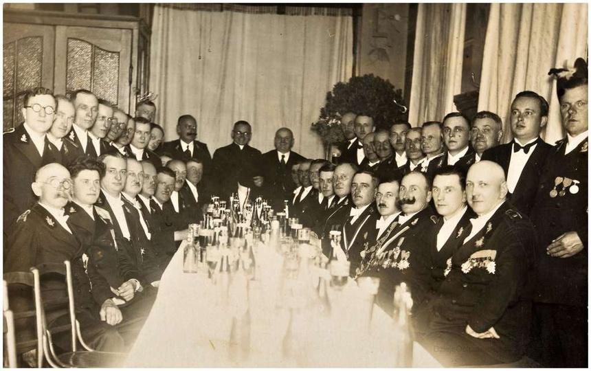 Bractwo Kurkowe w Ostrzeszowie. Rok 1936, impreza z okazji wyboru druha Antonie..., stare zdjęcia -