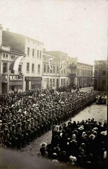 Maj 1919 roku, na rynku odbywa się uroczysta msza w intencji niepodległej ojczyz..., stare zdjęcia -