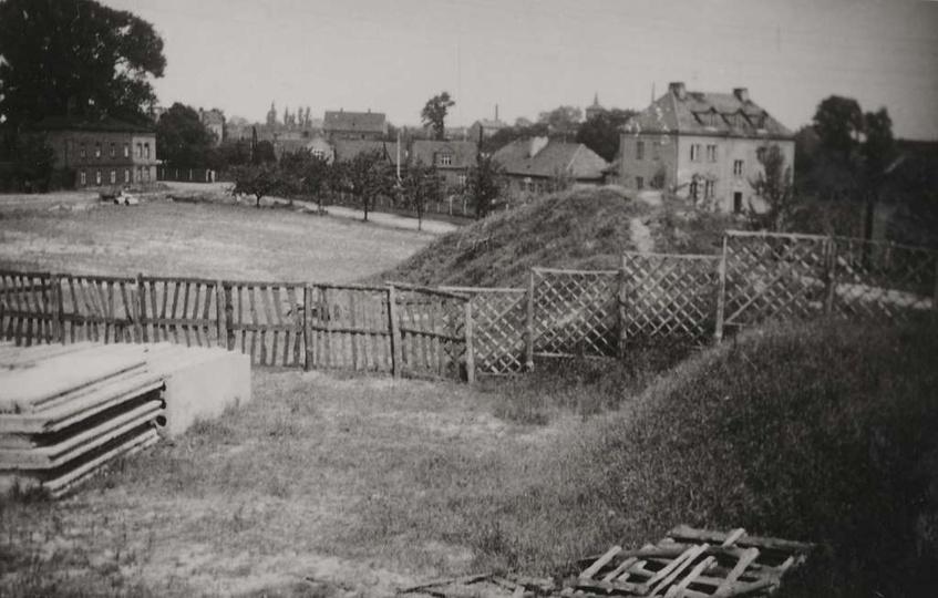 Początek lat sześćdziesiątych, rusza budowa Szkoły Podstawowej nr1. Po lewej str..., stare zdjęcia -