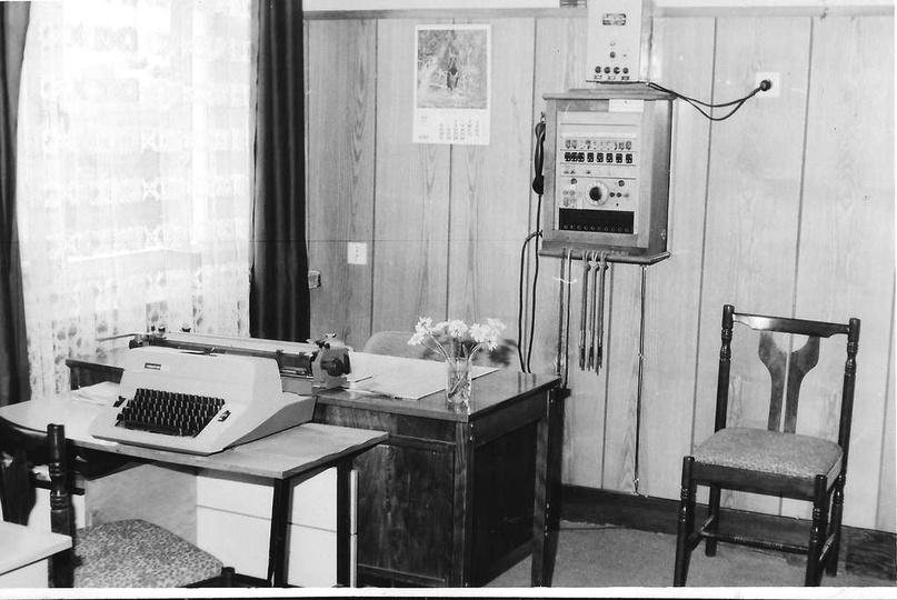 Nowocześnie wyposażony sekretariat w Szkole Podstawowej nr 1, królestwo pani Dan..., stare zdjęcia -