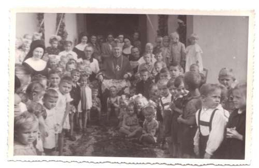 Wizytacja ks. bp. Dymka - 1949, stare zdjęcia -
