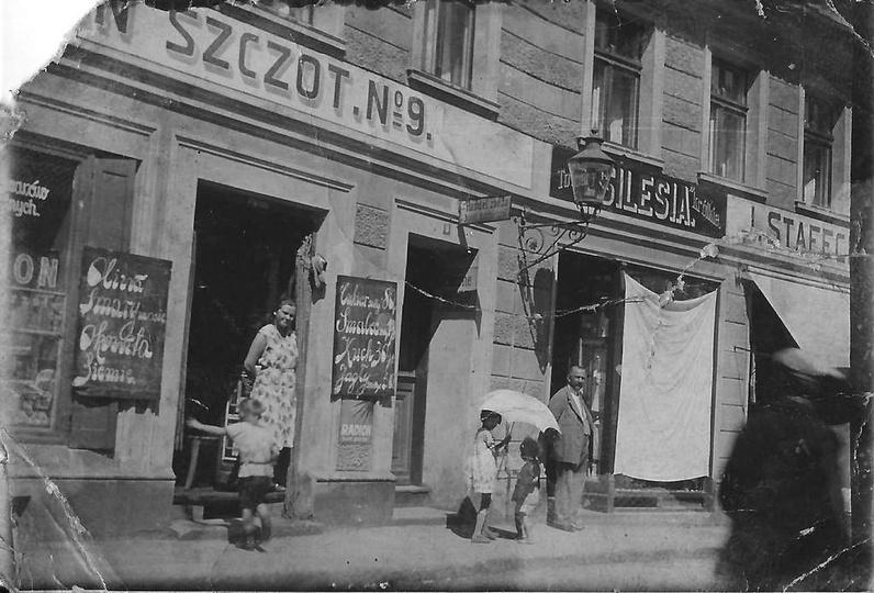 Kamienica państwa Kuśnierczyków przy ulicy Krakowskiej 9 czyli dzisiejszej Sikor..., stare zdjęcia -