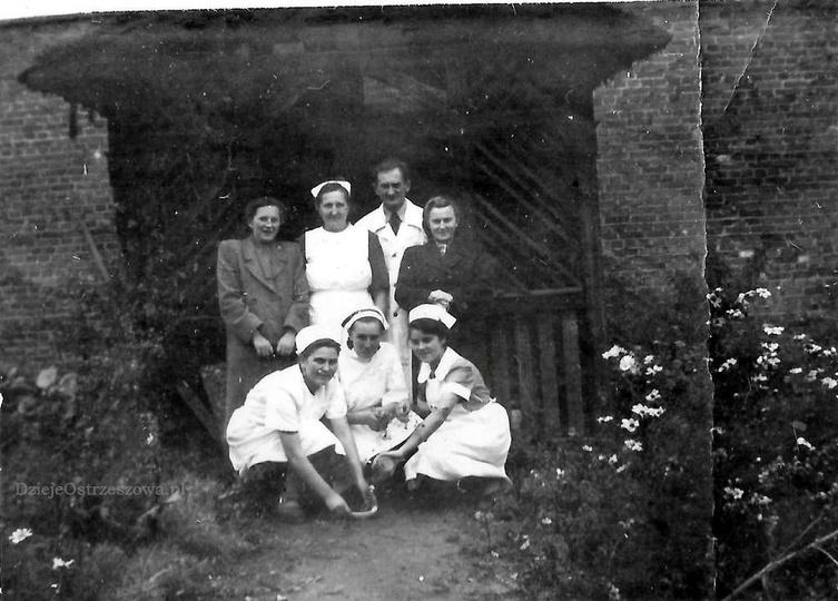 Stary szpital w Ostrzeszowie, rok 1952. Pierwsze znane nam zdjęcie altanki w prz... -