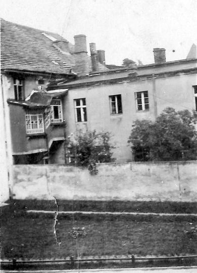 Dom państwa Pacanowskich oglądany z okna kamienicy przy ulicy Sikorskiego 8 (wła..., stare zdjęcia -