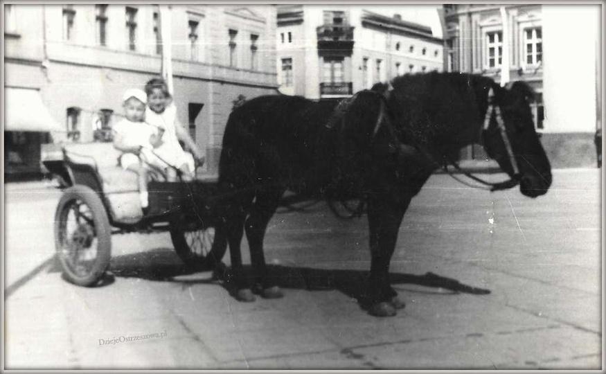 Zapraszamy na przejażdżkę bryczką po Ostrzeszowie. Zbiórka na rynku pod ratuszem..., stare zdjęcia -