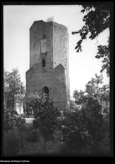 Zdjęcie baszty z 1934 r. Źródło: Narodowe Archiwum Cyfrowe -