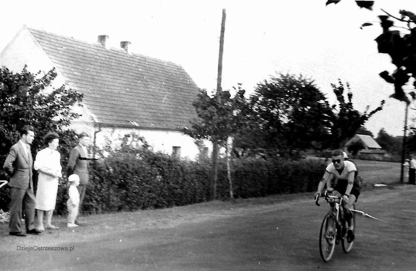Rok 1959, aleja Wojska Polskiego (DK11). Domek widoczny na zdjęciu stoi naprzeci..., stare zdjęcia -