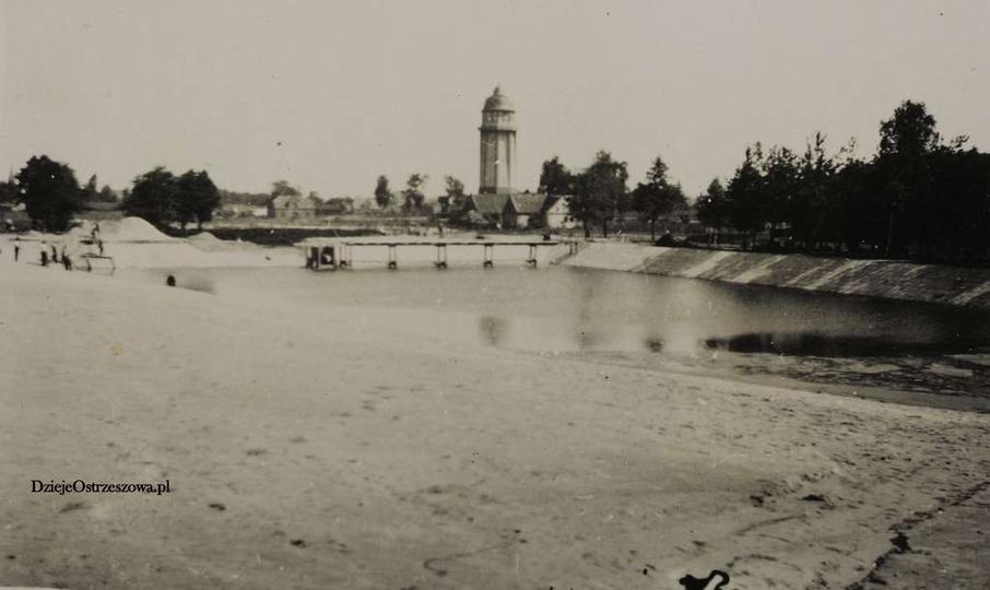 Basen w Ostrzeszowie. Koniec lat trzydziestych, basen w budowie, dobrze widoczn..., stare zdjęcia -