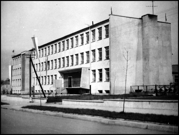 Szkoła Podstawowa nr 1 czyli szkoła tysiaclecia, koniec lat 60-tych, stare zdjęcia -