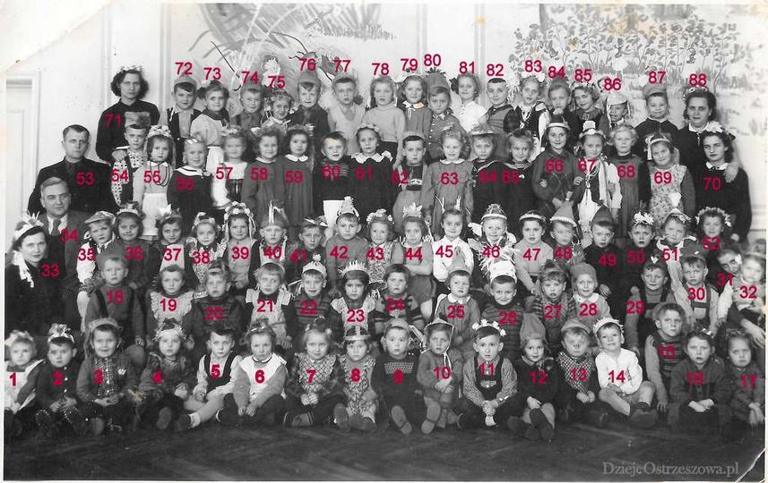 Przedszkolaki z przedszkola przy ulicy Kościuszki. Roczniki: 1949, 1950, 1951, 1..., stare zdjęcia -