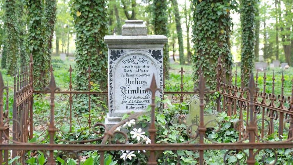 Julius Timling wlasciciel Browaru. Cmentarz Ewang. w Ostrzeszowie stan 2019, stare zdjęcia -