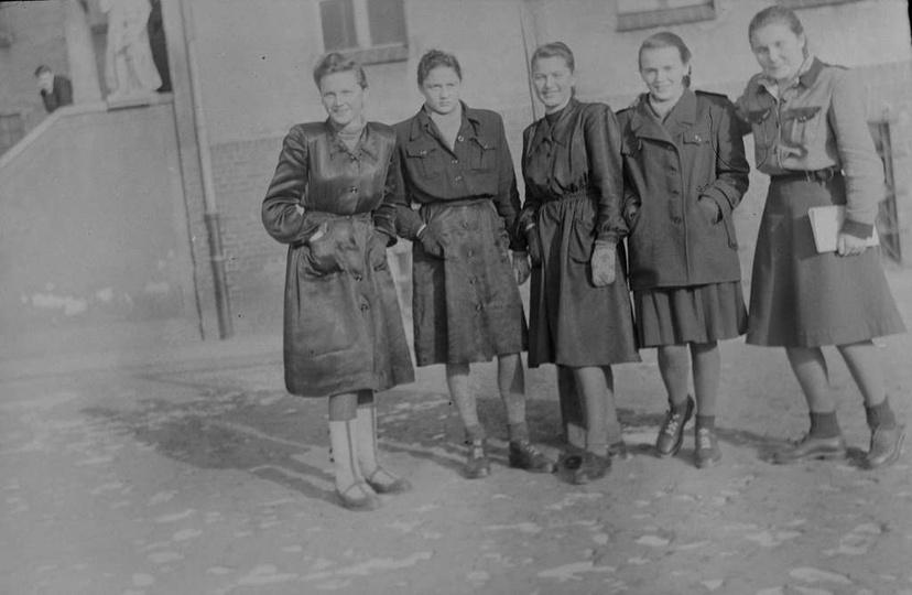 Uczennice Gimnazjum Salezjańskiego w Ostrzeszowie, prawdopodobnie początek lat p..., stare zdjęcia -