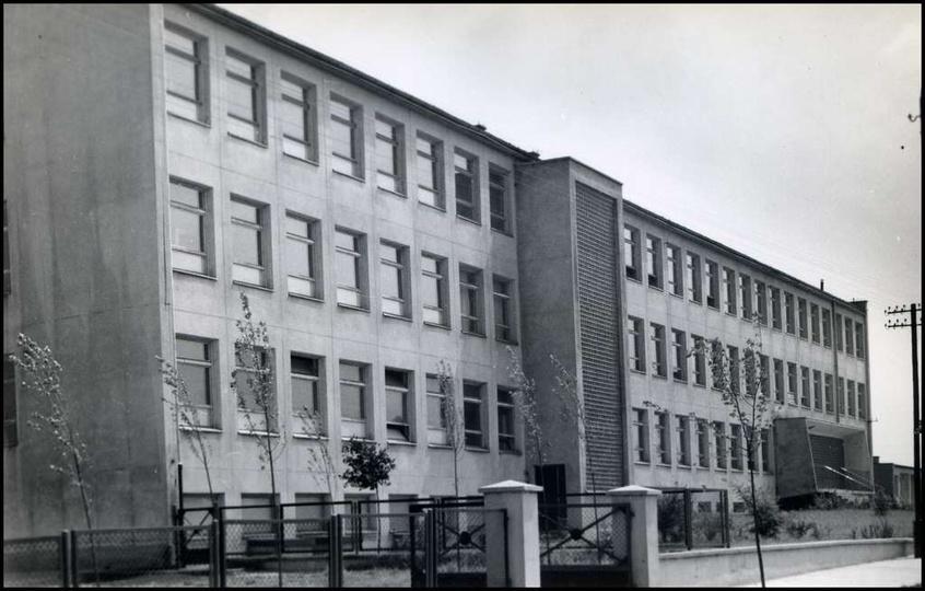 Szkoła Podstawowa nr 1, schyłek lat 60-tych. Nie mamy archiwalnych zdjęć tej sz..., stare zdjęcia -