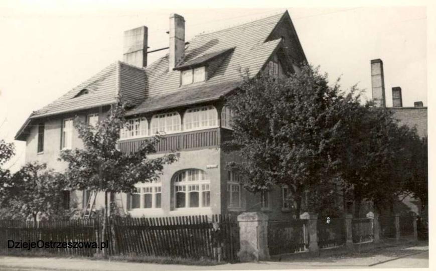 Lata pięćdziesiąte, róg alei Wolności i placu Borek. Budynek to willa Niera, prz..., stare zdjęcia -