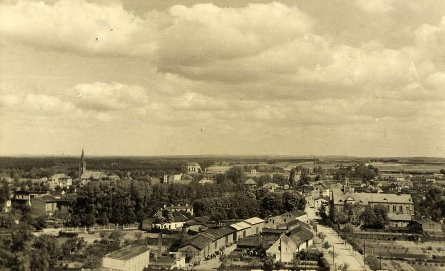 Zdjęcie wykonane z wieży ciśnień w latach okupacji niemieckiej. Nie widać wieży ... -