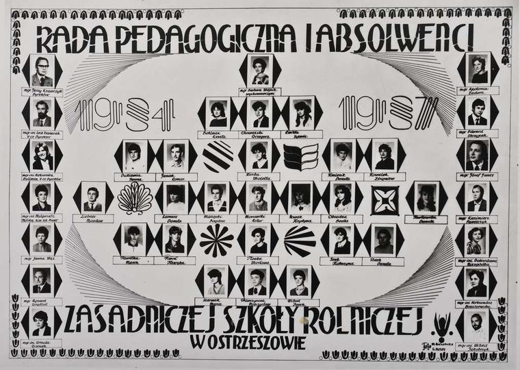 Rada pedagogiczna i absolwenci Zasadniczej Szkoły Rolniczej w Ostrzeszowie. Lat..., stare zdjęcia -