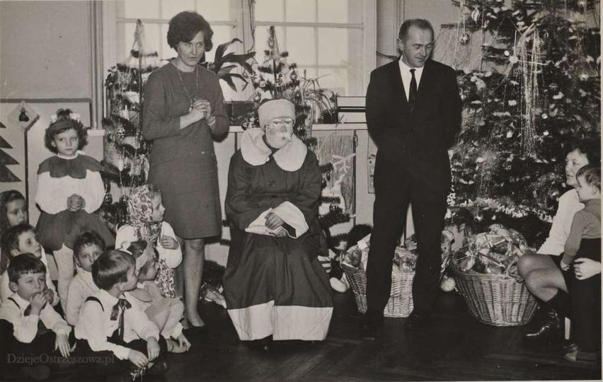 Rok 1970, spotkanie gwiazdkowe w Przedszkolu nr1 przy ulicy Kościuszki 2. Obok G..., stare zdjęcia -