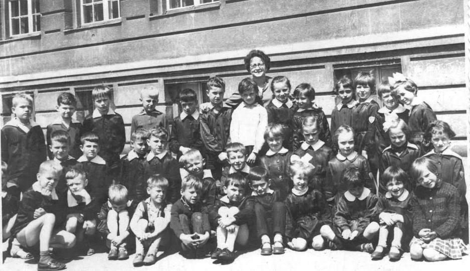 Rok 1965, Szkoła Podstawowa nr 2. Na zdjęciu dzieci z klasy 1 A, rocznik 1957, z..., stare zdjęcia -