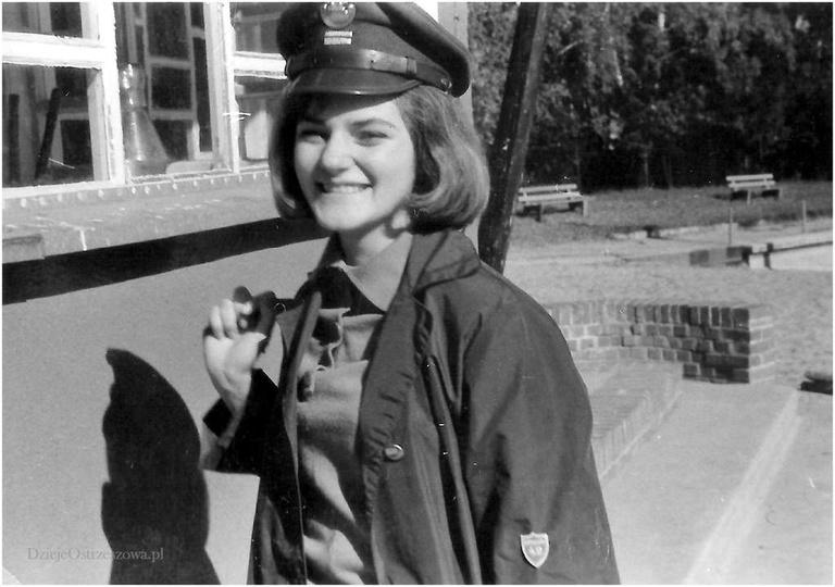 Basen w Ostrzeszowie, rok 1964. Piękna pani kapral, uczennica LO w Ostrzeszowie..., stare zdjęcia -