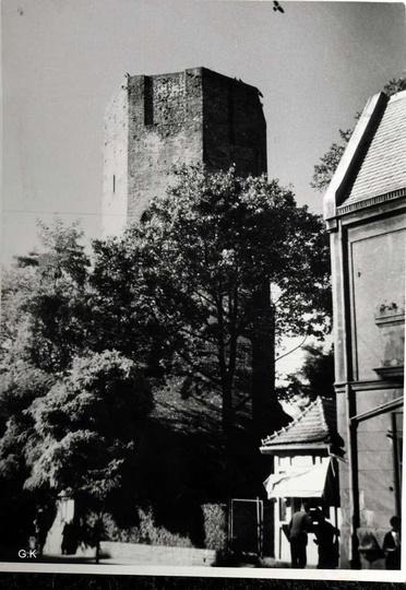 """Lipiec 1959 rok, widok na ostrzeszowską basztę. Do kamienicy państwa Cieplików """"..., stare zdjęcia -"""