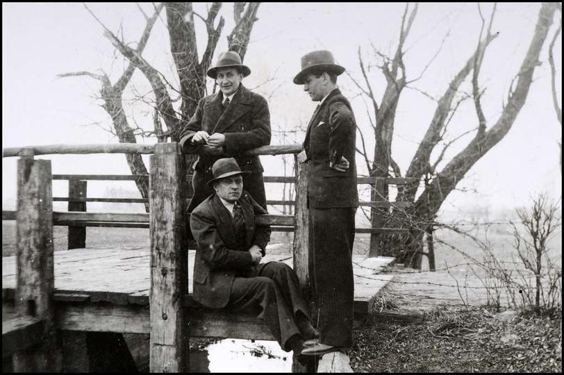 Alejki klasztorne, lata 30-te. Drewniany mostek nad Strzegową. Ze zbiorów rodzi..., stare zdjęcia -
