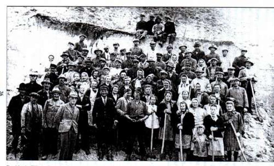 Mieszkańcy Ostrzeszowa pracujący na Ostrych Górach. Okupacja, stare zdjęcia -