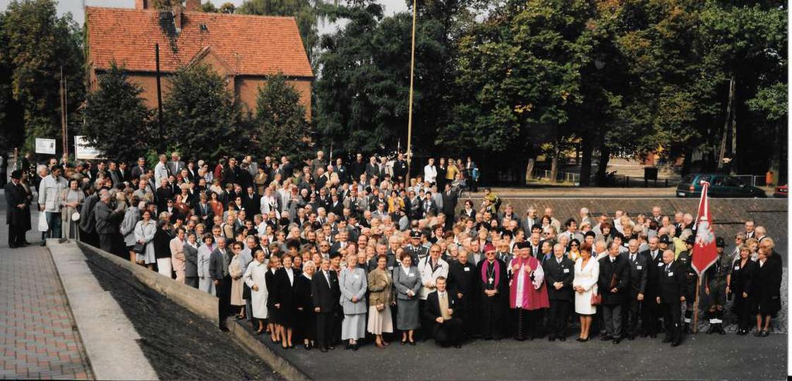 23.09.2000 roku. 80-lecie Liceum Ogólnokształcącego w Ostrzeszowie. Zdj. Oficyn..., stare zdjęcia -
