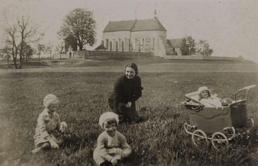 Klasztor pobernardyński w całej swojej dostojności, lata trzydzieste. Dobrze wid..., stare zdjęcia -