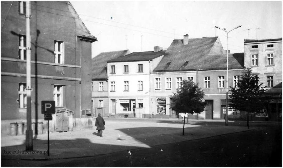 Rynek w Ostrzeszowie, lata sześćdziesiąte. W budynku państwa Szmajów (tam gdzie ..., stare zdjęcia -