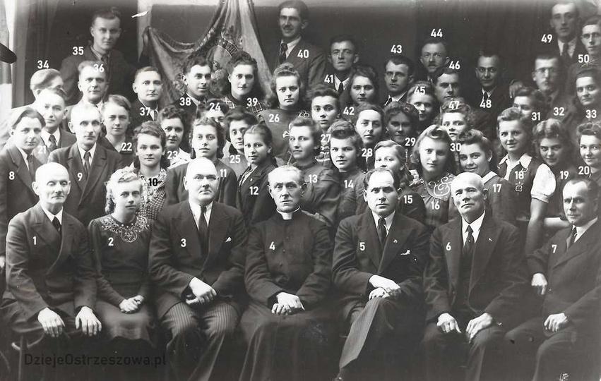 """Chór kościelny """"Moniuszko"""". Zdjęcie chóru kościelnego """"Moniuszko"""" z ok. 1946 ro... -"""