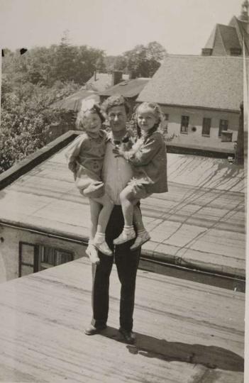 Lata sześćdziesiąte, zdjęcie zrobione z dachu kamienicy przy ulicy Armii Czerwon... -