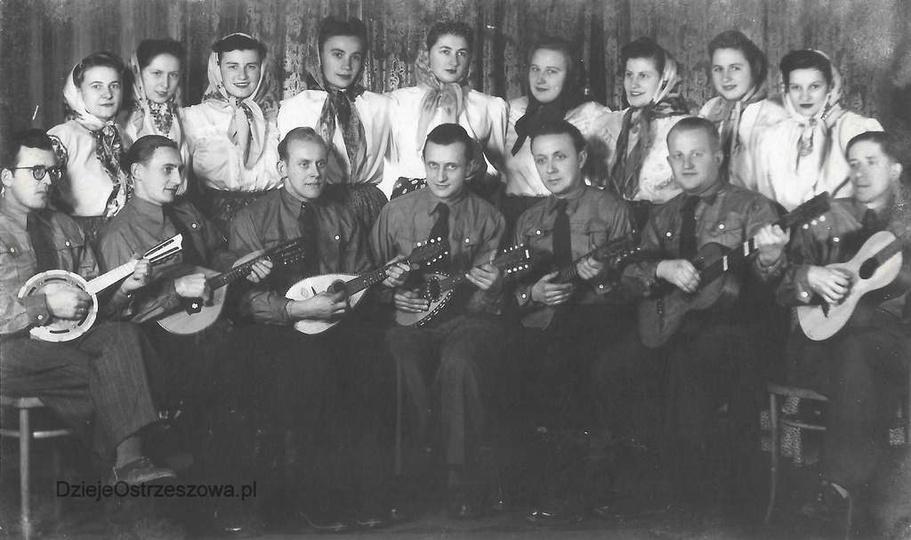 Lata pięćdziesiąte, zespół wokalno-gitarowy, zorganizowany prawdopodobnie przy c..., stare zdjęcia -