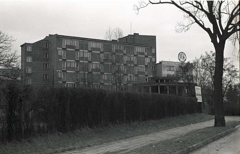 Fabryka Urządzeń Mechanicznych (FUM) Ostrzeszów, rok 1997. Hotel fumowski, wido..., stare zdjęcia -