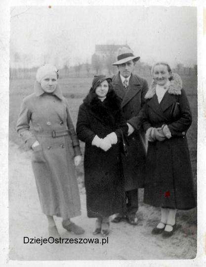 Rok 1934. Alejki klasztorne zawsze były bardzo chętnie odwiedzane przez spaceruj..., stare zdjęcia -
