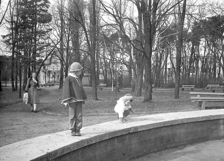 Park miejski w Ostrzeszowie, rok 1983., stare zdjęcia -