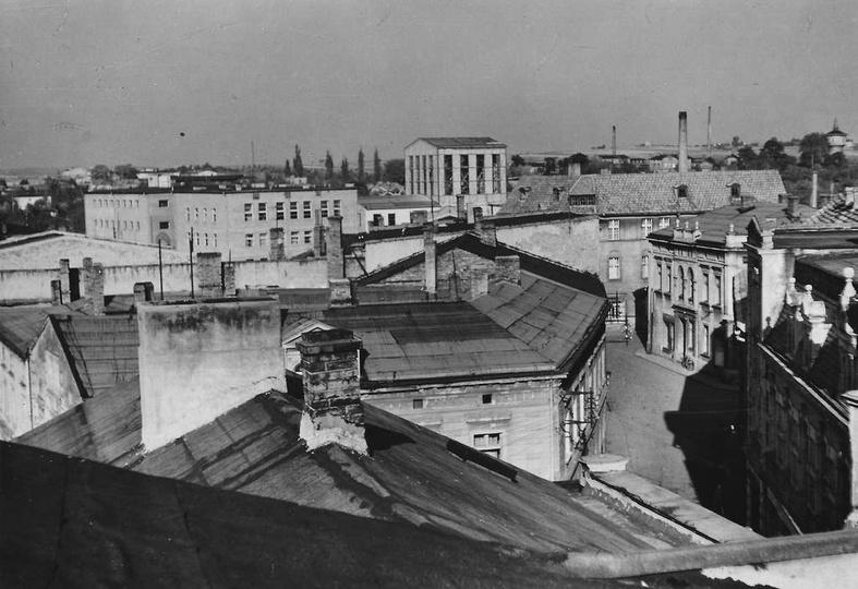 Domy, których dachy widać na pierwszym planie, zostały zburzone pod budowę księg..., stare zdjęcia -
