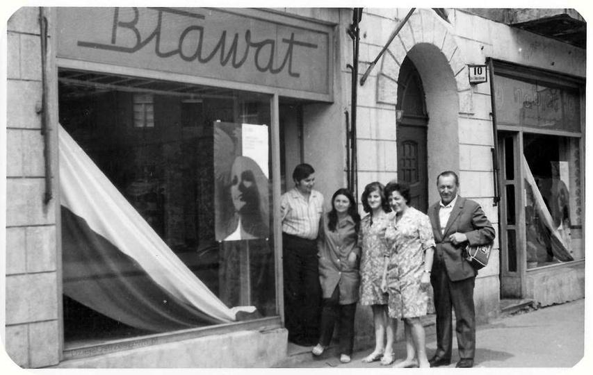 Ulica Gen. Sikorskiego 10, lata 60-te, sklep z tkaninami BŁAWAT. Druga z prawej:..., stare zdjęcia -