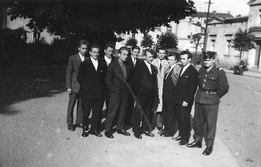 Rok 1959, ulica Sikorskiego. Stoją od lewej: NN, Stanisław Greber, NN, Górny, Z..., stare zdjęcia -