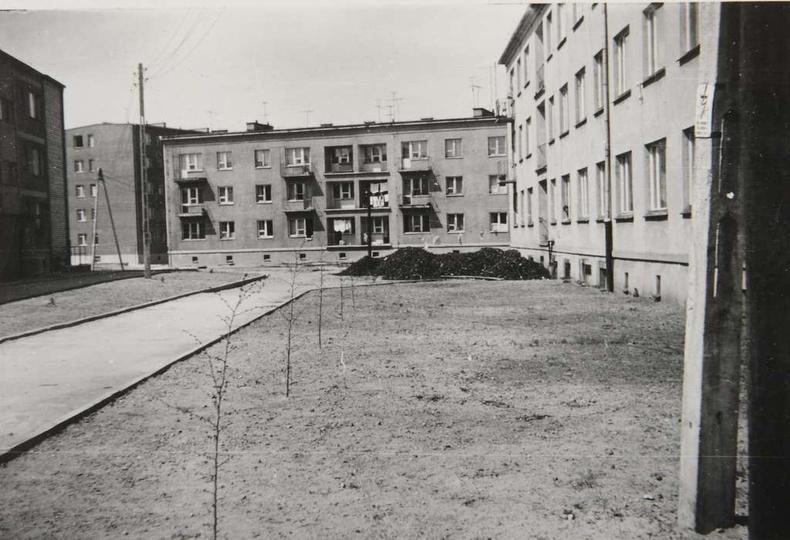 Osiedle M. Nowotki (Zamkowe) Blok mieszkalny nr 12 na 18 rodzin, dwupiętrowy. B..., stare zdjęcia -