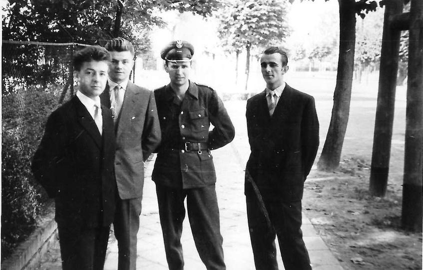Lata pięćdziesiąte, ulica Bohaterów Stalingradu (Zamkowa) Po lewej widoczne ogro..., stare zdjęcia -
